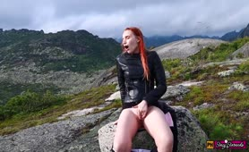 Girl Decided to Relax, Masturbate her Pussy and get an Orgasm High in the Mountains