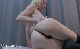 Cute Babe Teasing and Play Pussy